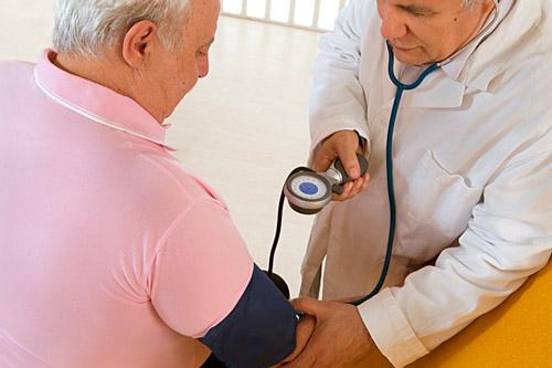 uzrokuje hipotenziju i hipertenzije