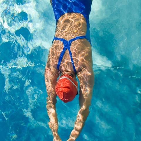 Plivanje može pomoći u snižavanju povišenog krvnog tlaka kod starijih osoba