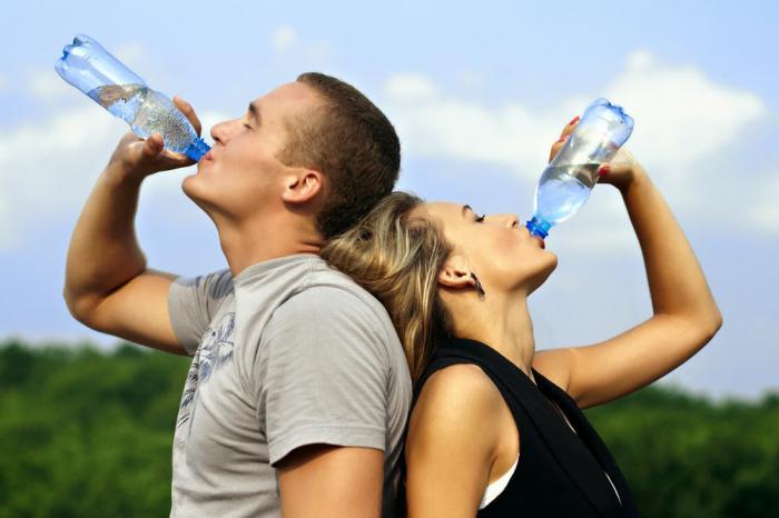 Ujutro čaša vode za zdravlje: Voda djeluje ljekovito i čisti organizam
